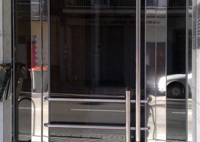 puerta con tirador partido