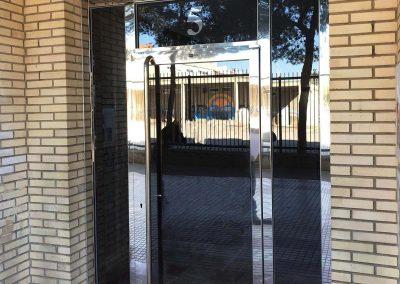 puerta con apertura al exterior