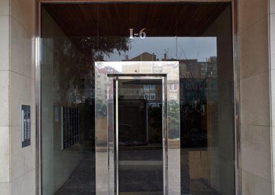 Puerta volada perfil sobredimensionado